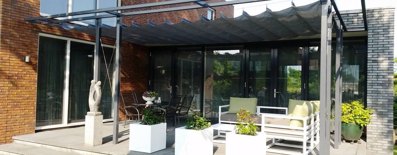 Flexibele harmonicadoeken voor boven het terras: modern  door ZONZ sunsails, Modern