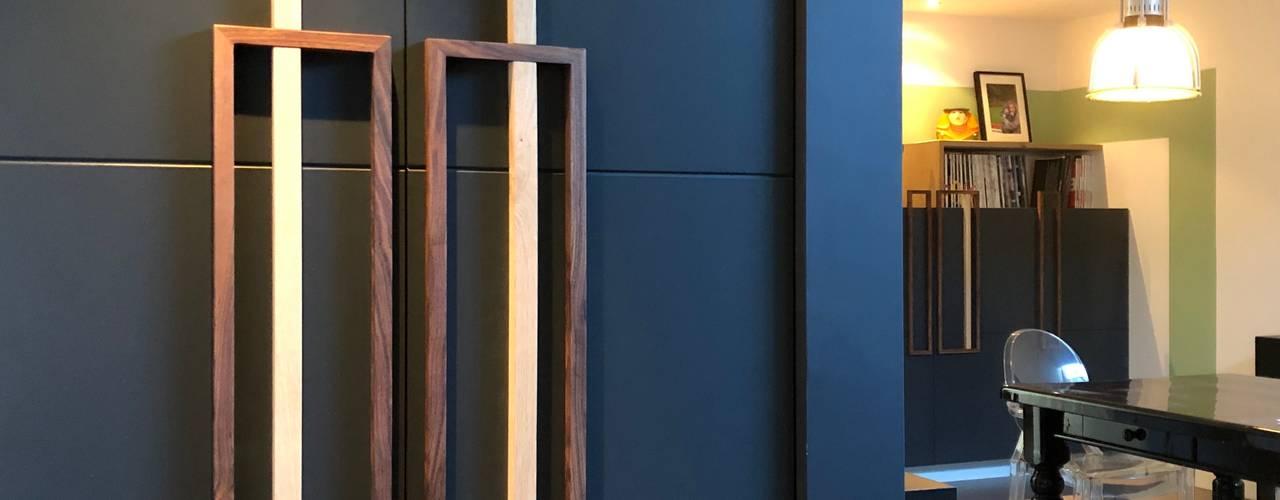 BOEKENKAST: ARCHITECTUUR EN DESIGN IN HET KANTOOR: modern  door MEF Architect, Modern