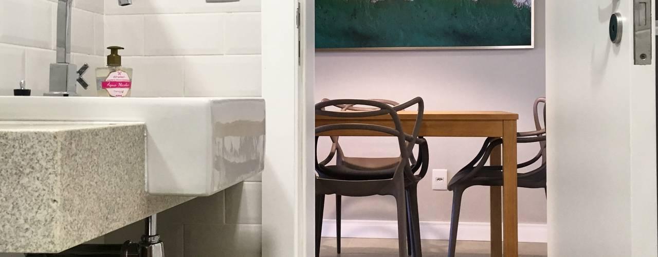 Apartamento no Litoral Banheiros minimalistas por Rabisco Arquitetura Minimalista