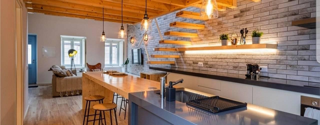 Casa Contemporânea Portuguesa Cozinhas industriais por Aadna.Design Industrial