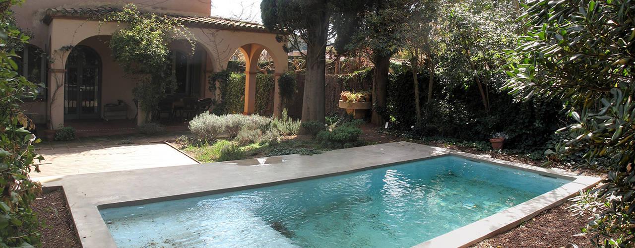 Pequeña piscina en jardín de ESTUDI NAO arquitectura Mediterráneo