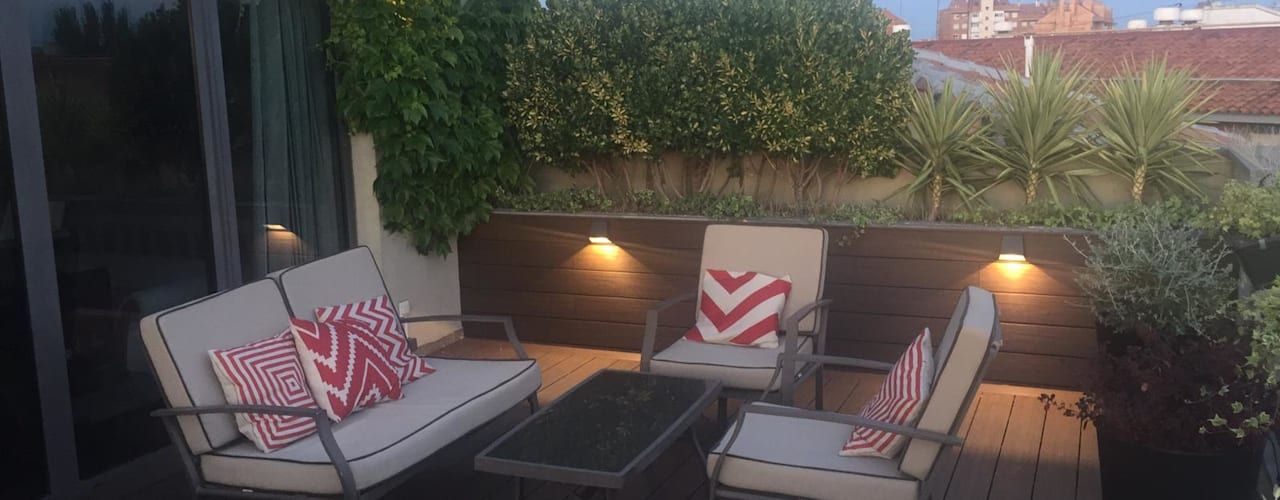 ATICO CON PERGOLA DISEÑO EN CASABLANCA Balcones y terrazas de estilo moderno de Jardín con Clase Moderno