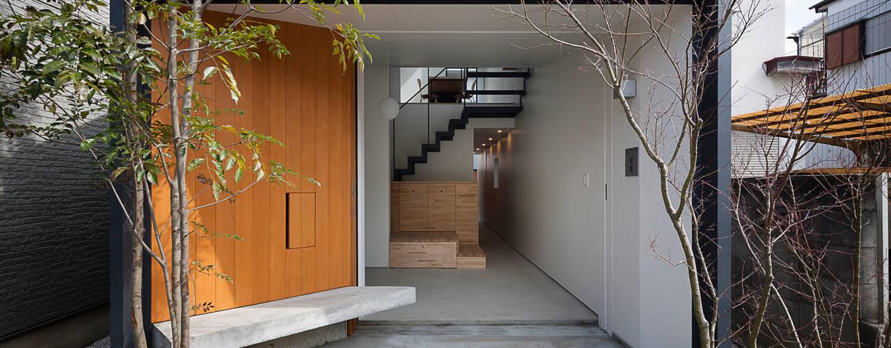 小江戸川越の町家 K+Sアーキテクツ 和風の 玄関&廊下&階段
