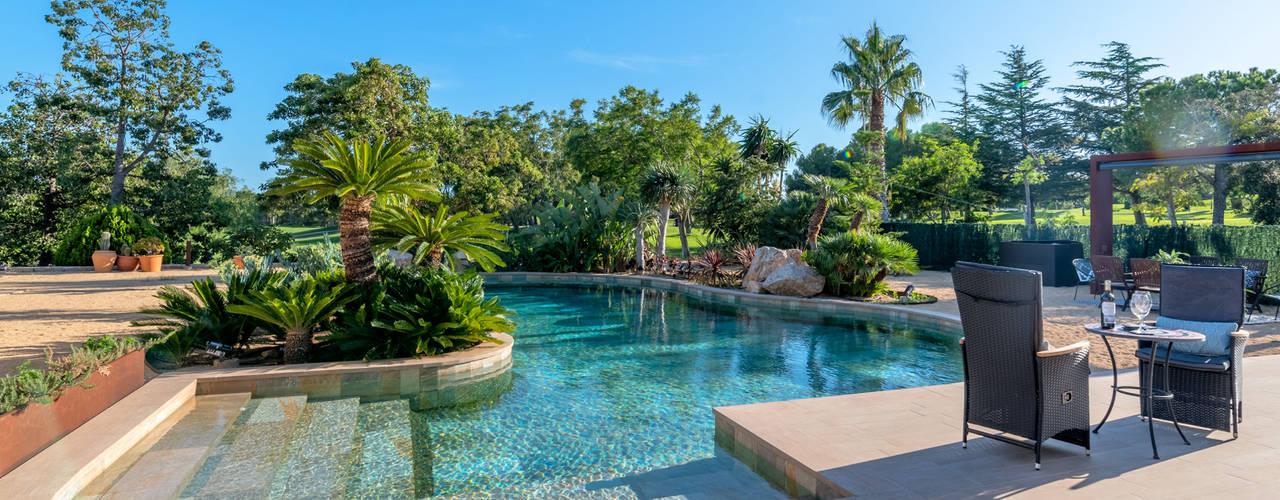¿De qué color se verá el agua de mi piscina? de ROSA GRES Moderno