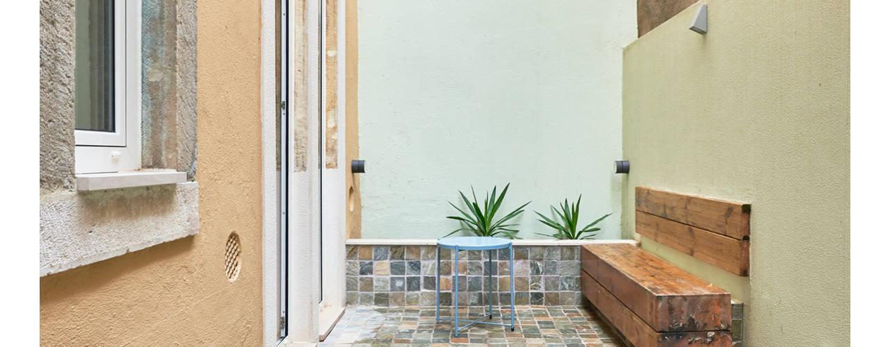 Remodelação de Apartamento em Arroios Varandas, marquises e terraços modernos por CSR Moderno