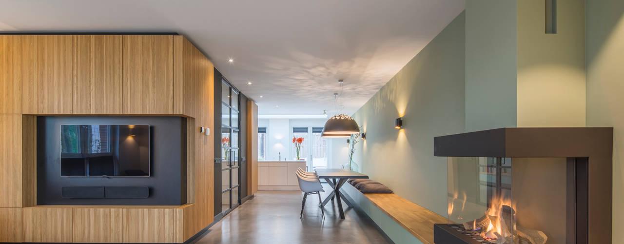 Woonhuis Overveen Moderne woonkamers van ÈMCÉ interior architecture Modern