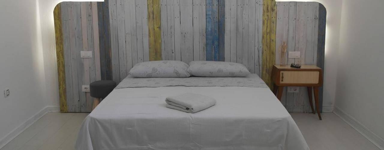 B&B con materiali riciclati Camera da letto in stile industriale di Architetto Alessandro spano Industrial