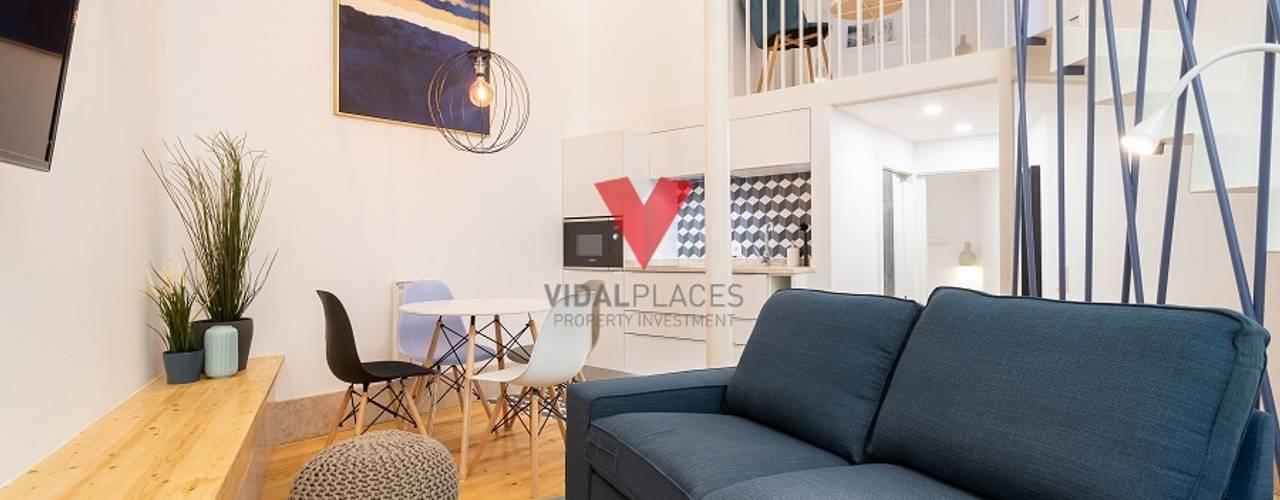 4 Apartamentos Renovados e Mobilados junto ao Largo da Graça - Lisboa VidalPlaces Property Investments Salas de estar modernas
