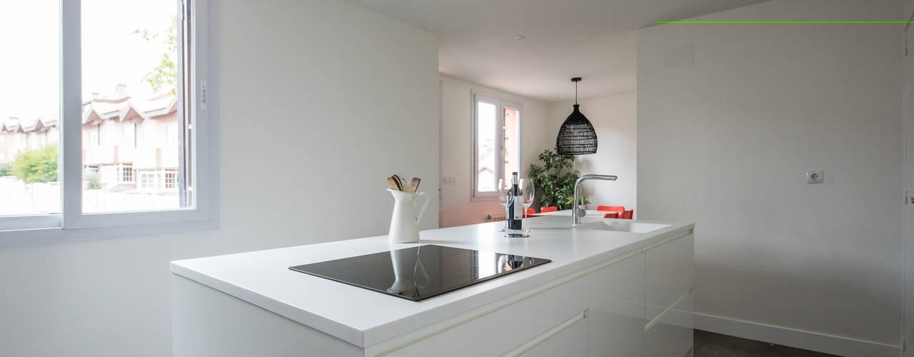 Reforma integral Unifamiliar zona Norte de Madrid Arquiteknum Consultores SL Cocinas integrales