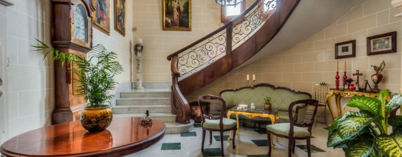 Article Joe Curmi Classic style corridor, hallway and stairs