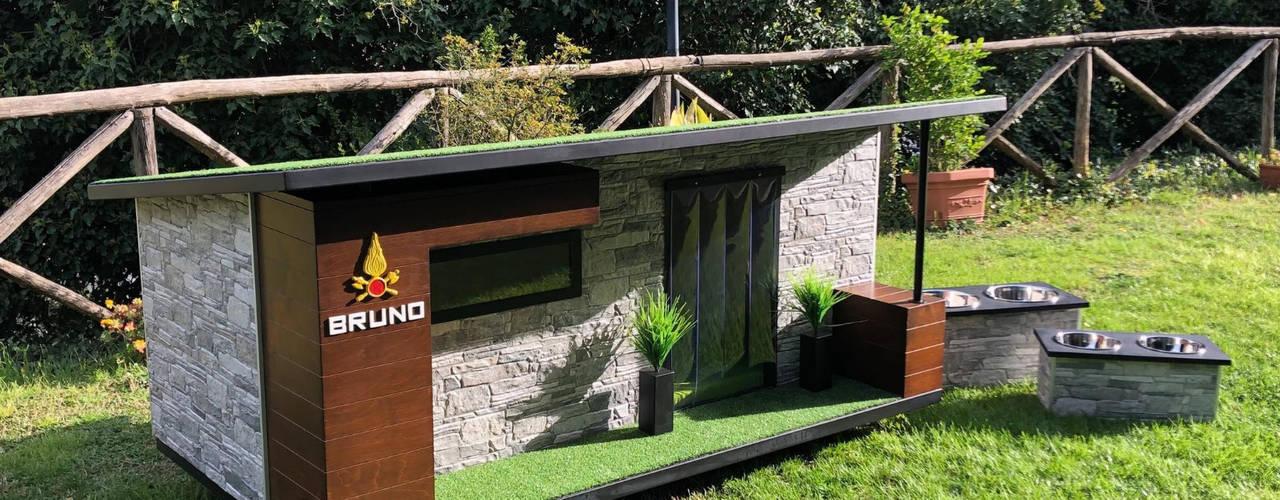 """""""Come casa"""" - Cuccia di design da esterno personalizzata come casa di Pet House Design® Moderno"""