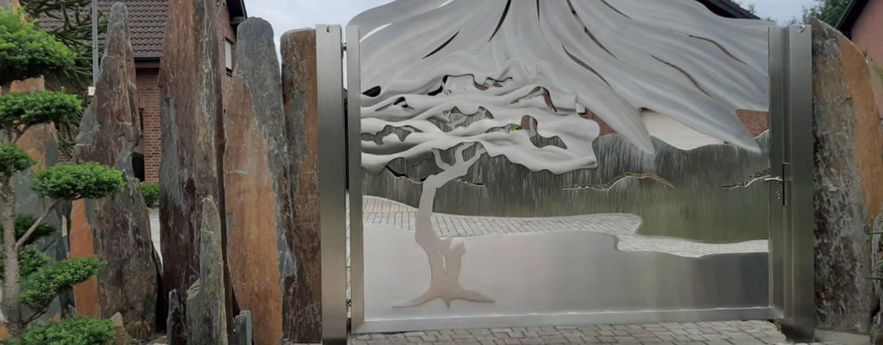 Vulkantor aus Edelstahl Edelstahl Atelier Crouse: Zen garten Metall Mehrfarbig
