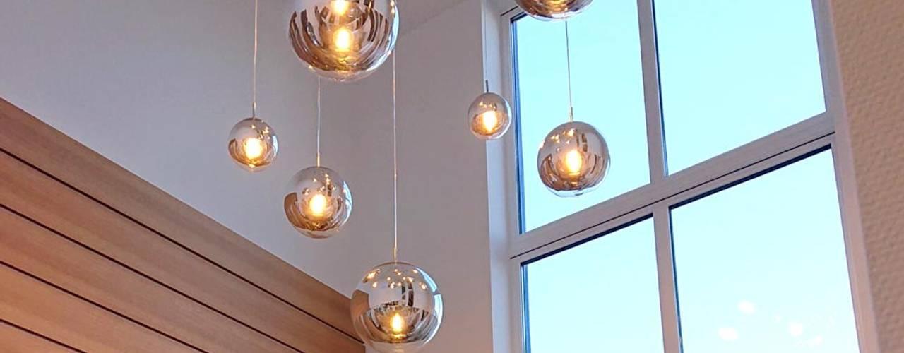 Zauberhafte Lichterpracht mit Durchsicht von Skapetze Lichtmacher Modern