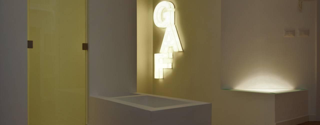 LOFT MILANESE ROBERTA DANISI architetto Ingresso, Corridoio & Scale in stile moderno Legno Bianco