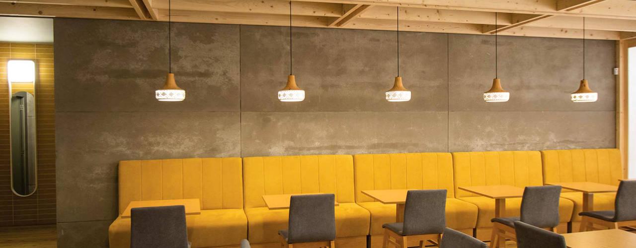 Snack Bar & Tapas 25 | Arquitetura requintada, glamorosa e boa comida - Joane, Vila Nova de Famalicão OBRA ATELIER - Arquitetura & Interiores Salas de jantar modernas