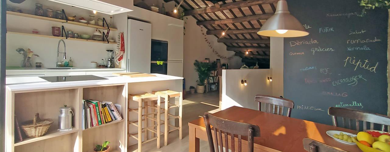 Remonta en Molins de Rei Comedores de estilo moderno de ecoarquitectura Moderno