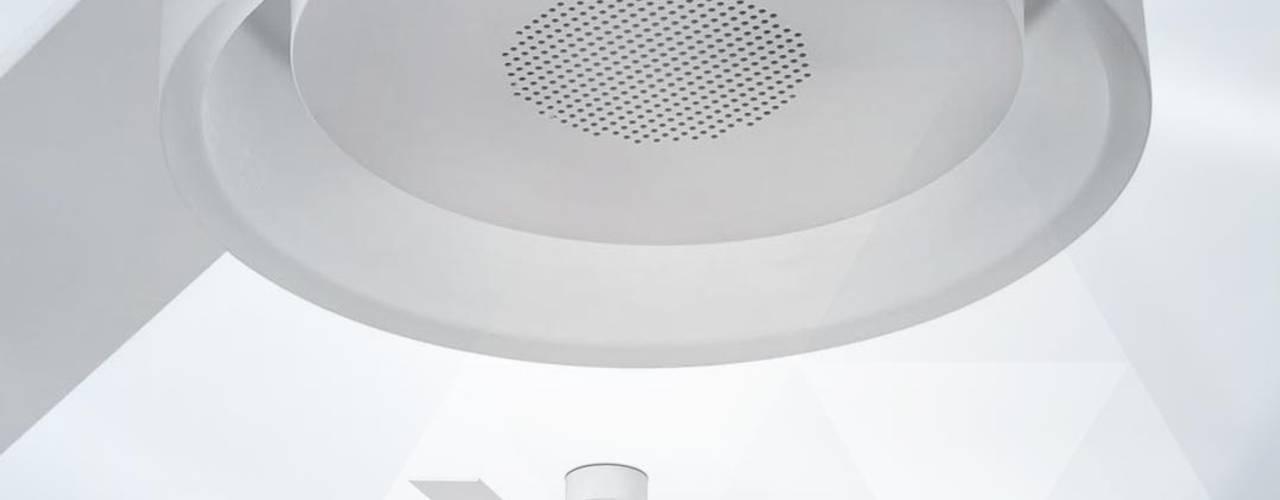 Nuestros ventiladores para la zona del techo, algunos incorporan luz Oficinas y tiendas de estilo moderno de La Casa de la Lámpara Moderno