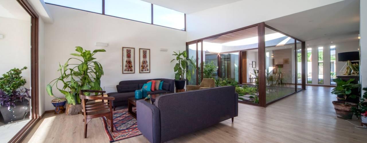 Casa M&M m2 estudio arquitectos - Santiago Livings de estilo moderno