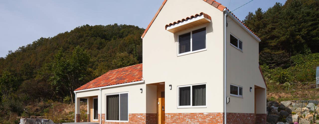 """[양평농가주택] 지중해 스타일로 멋을 낸 자연과 잘 어울리는 양평농가주택 """"동동하우스"""" 위드하임 목조 주택"""