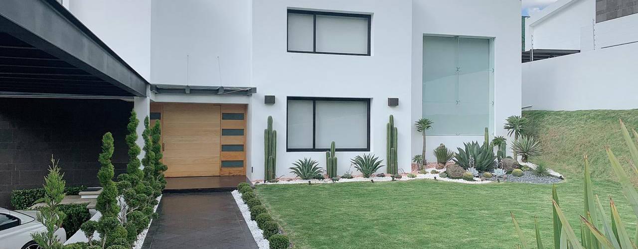 G._ALARQ + TAGA Arquitectos Rumah Modern
