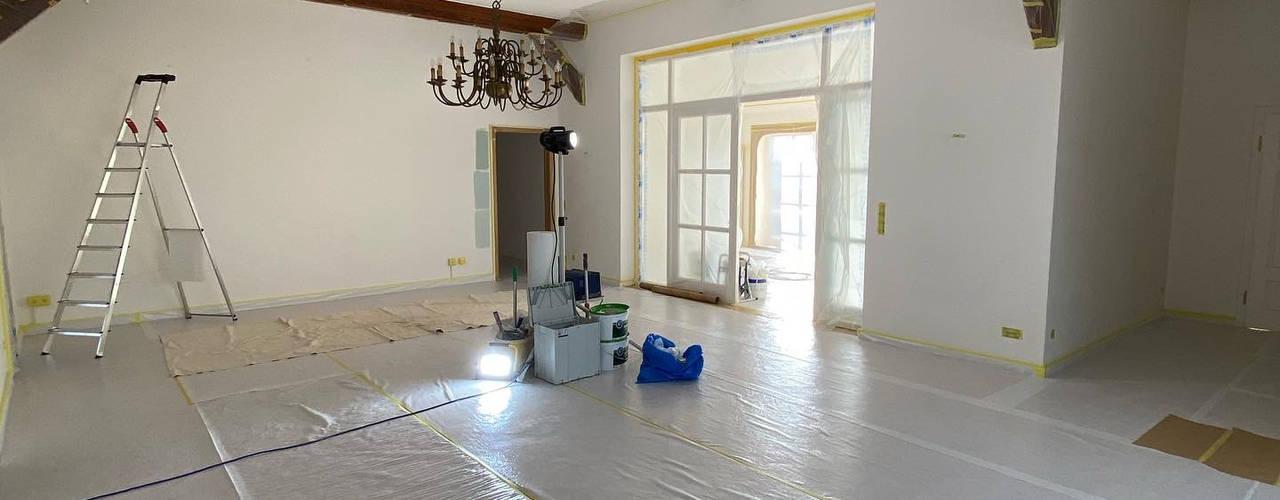 Bauernhaus im Landhausstil Malerbetrieb Waldvogel Flur, Diele & Treppenhaus im Landhausstil Grün