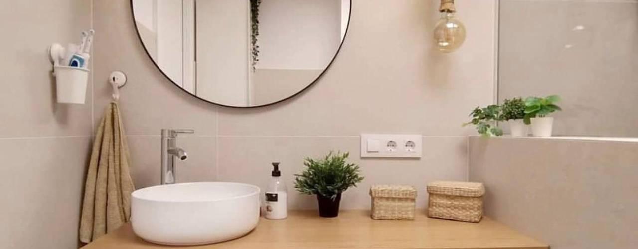 Kouch & Boulé Minimalist style bathroom White