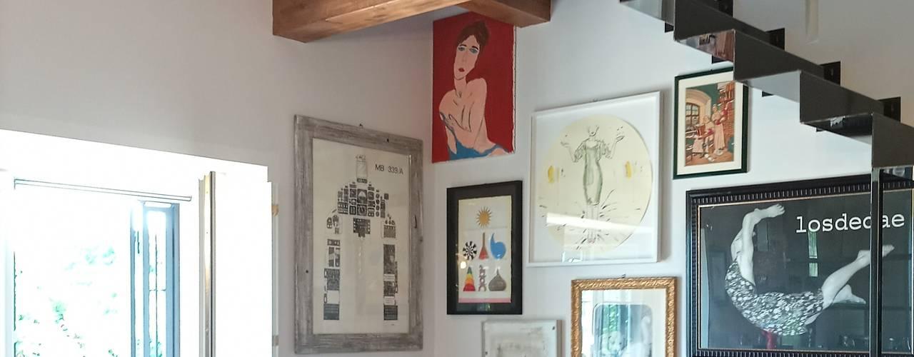 Un appartamento eclettico in una cascina lombarda dei primi del '900 Giorgio Gravina SoggiornoAccessori & Decorazioni