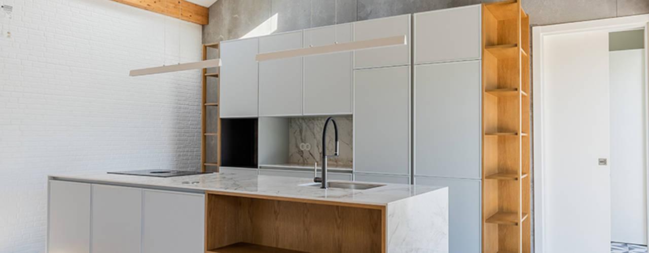 Casa em S. Mamede (arquitetura) ShiStudio Interior Design Cozinhas pequenas
