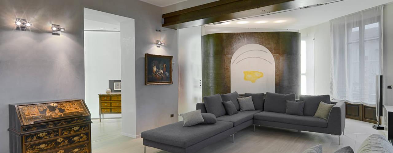 Arte, design e antiquariato: inserti e incroci della modernità DE CARLO ARCHITETTI Soggiorno moderno