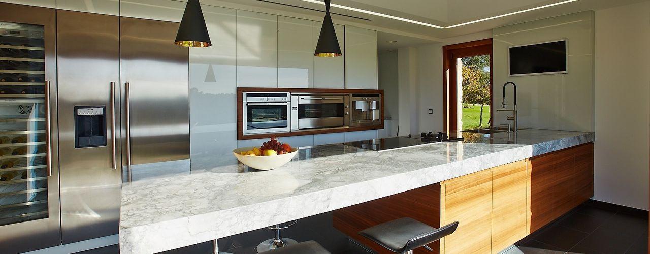 Vivienda Unifamiliar en Tomiño, Pontevedra (Spain) HUGA ARQUITECTOS Cocinas de estilo rústico