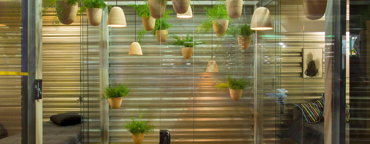 Luiza Soares - Paisagismo 花園植物盆栽與花瓶