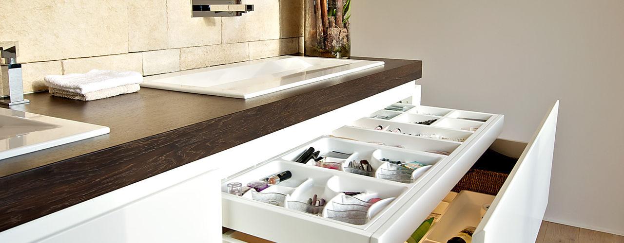 Helm Design by Helm Einrichtung GmbH BathroomStorage