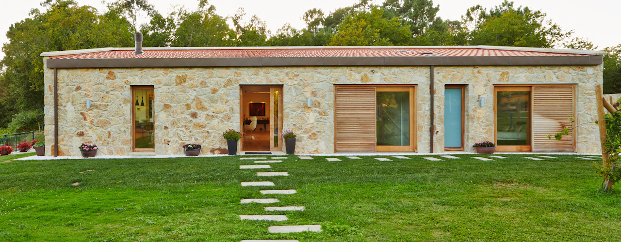 HUGA ARQUITECTOS Rustic style houses