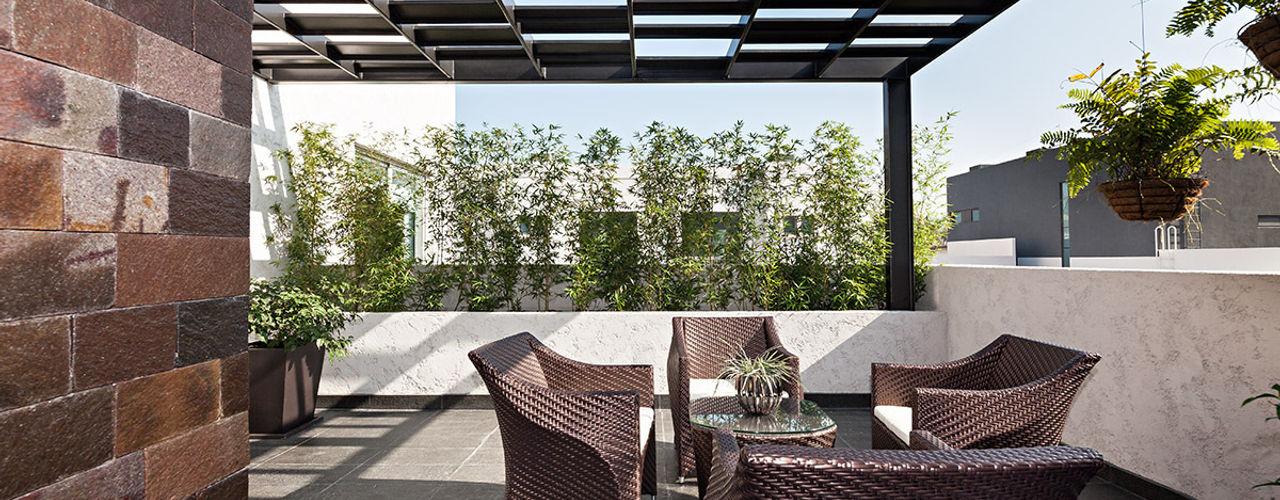 ARQUIPLAN Balcone, Veranda & Terrazza in stile moderno