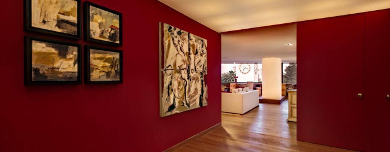 Departamento Polanco 1 Lopez Duplan Arquitectos Modern corridor, hallway & stairs