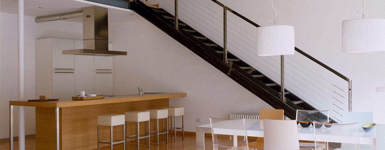 Loft Bianco Paola Maré Interior Designer Soggiorno in stile industriale