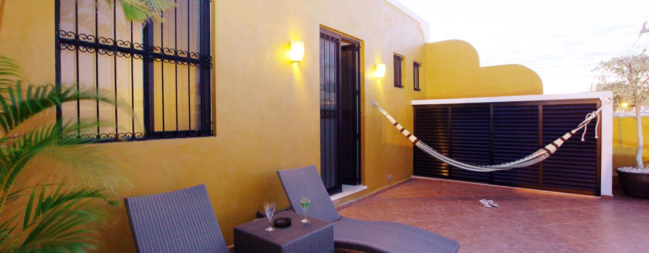 Arturo Campos Arquitectos Balkon, Beranda & Teras Gaya Kolonial