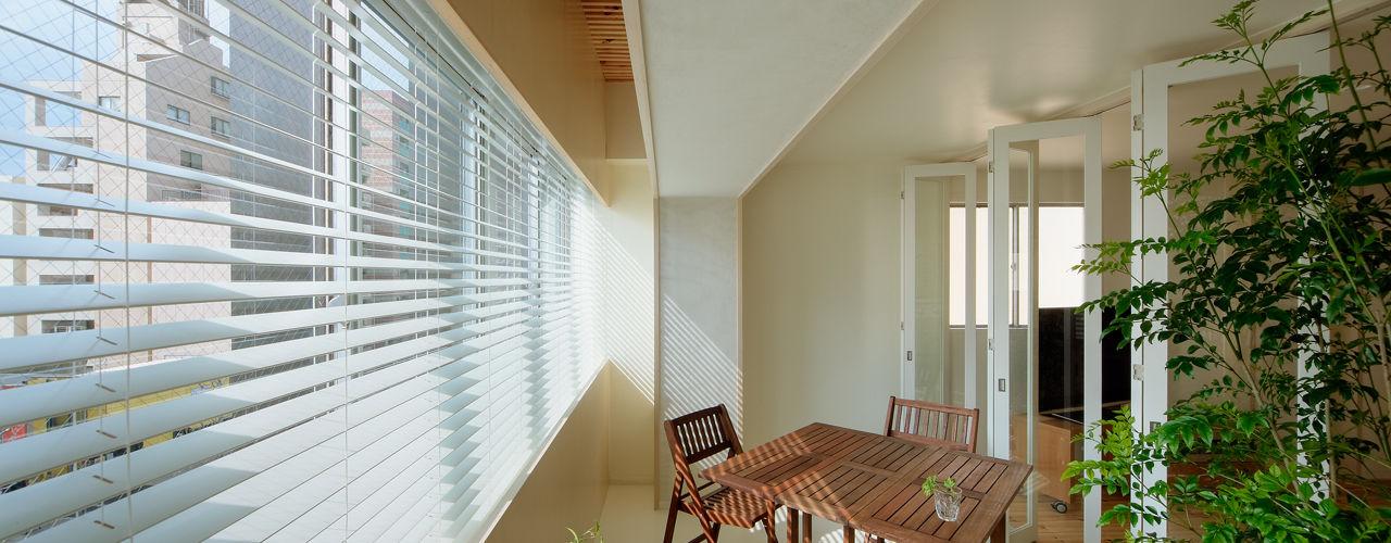 積窓居 Show Window House UZU 北欧スタイルの 温室