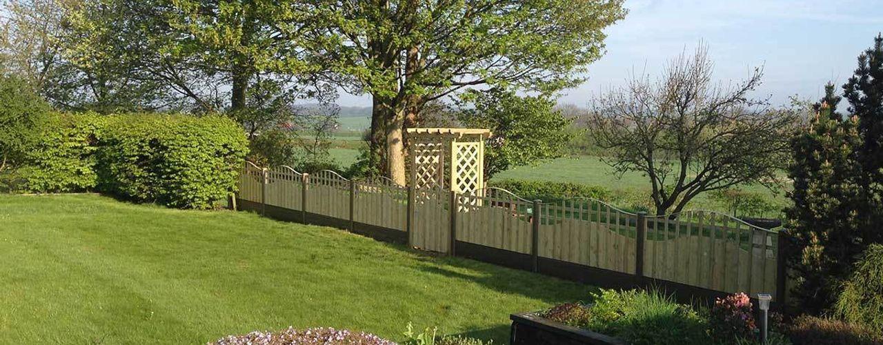 Fencing project Atkinsons Fencing Ltd Jardines de estilo escandinavo