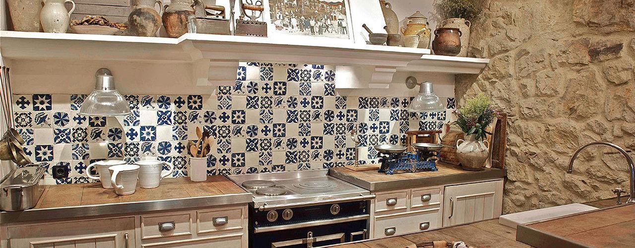Proyecto decoración de un txoko tradicional en Getxo. Urbana Interiorismo Cocinas de estilo rústico