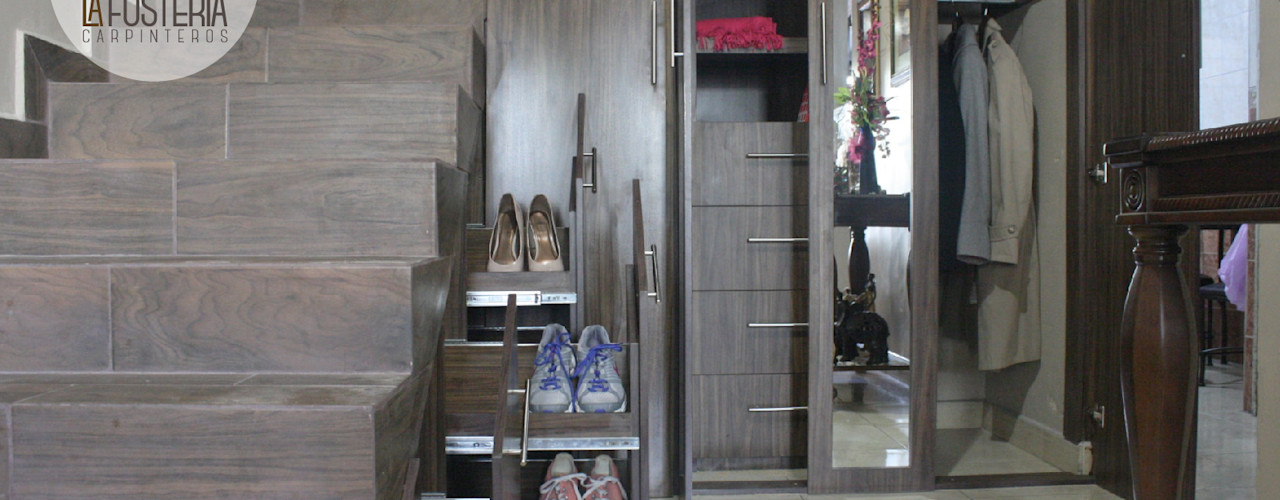 La Fustería - Carpinteros Modern Corridor, Hallway and Staircase