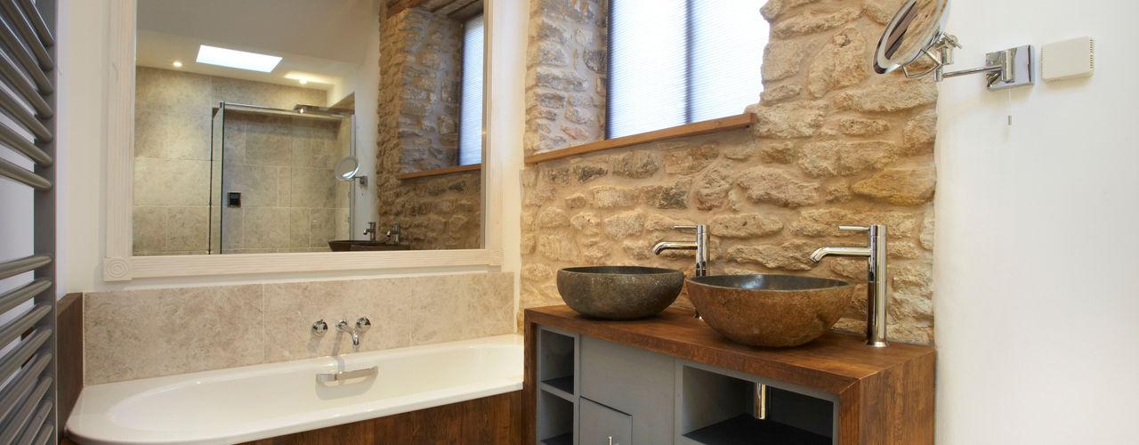 Sustainable Barn Conversion Hart Design and Construction Ванная комната в стиле кантри