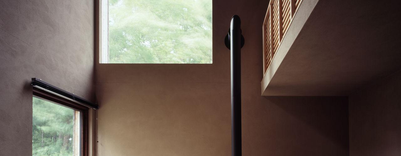 唐松 合同会社永田大建築設計事務所 リビングルーム暖炉&アクセサリー 木 木目調