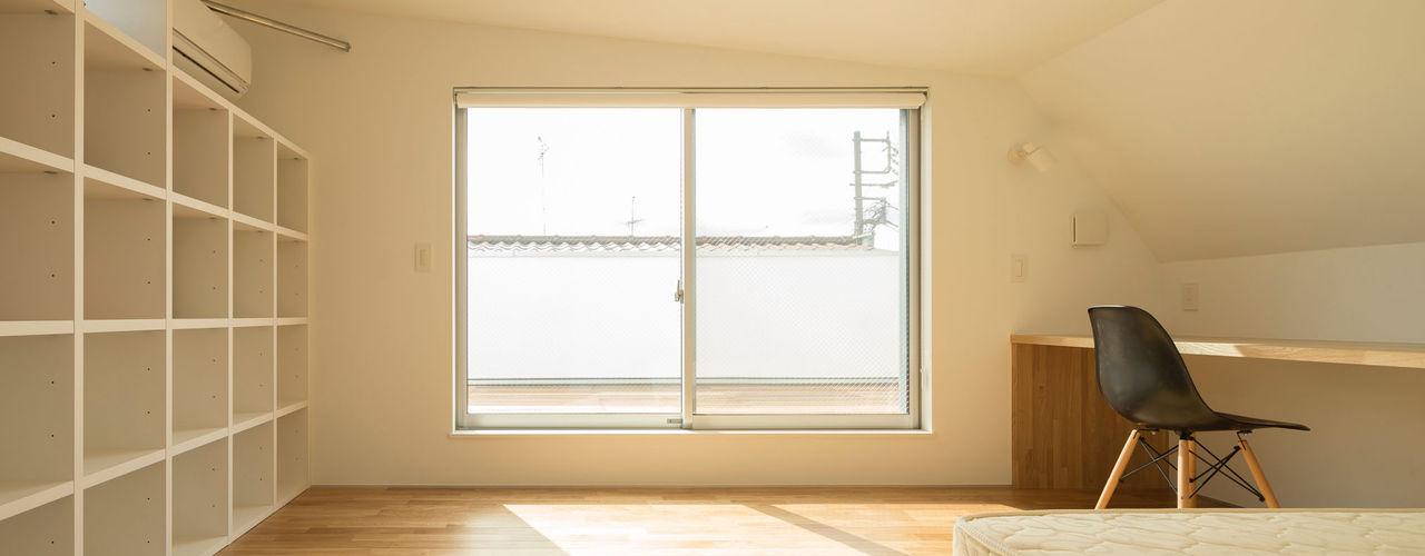 壁面収納 株式会社 建築集団フリー 上村健太郎 モダンスタイルの寝室