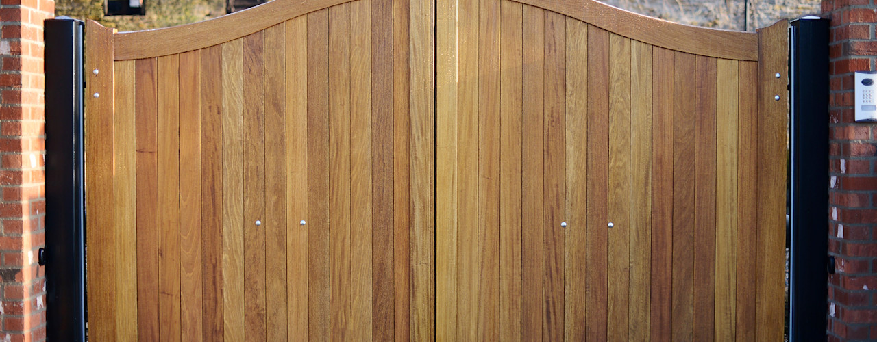 Curved Top Wooden/Timber Gate Swan Gates Country style garden