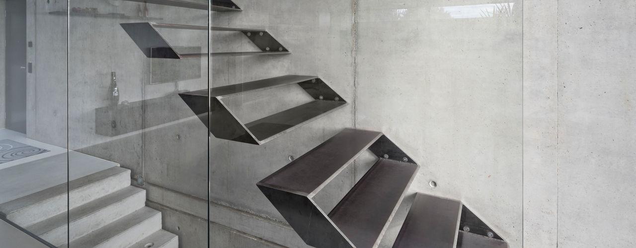 Schiller Architektur BDA Pasillos, vestíbulos y escaleras de estilo moderno