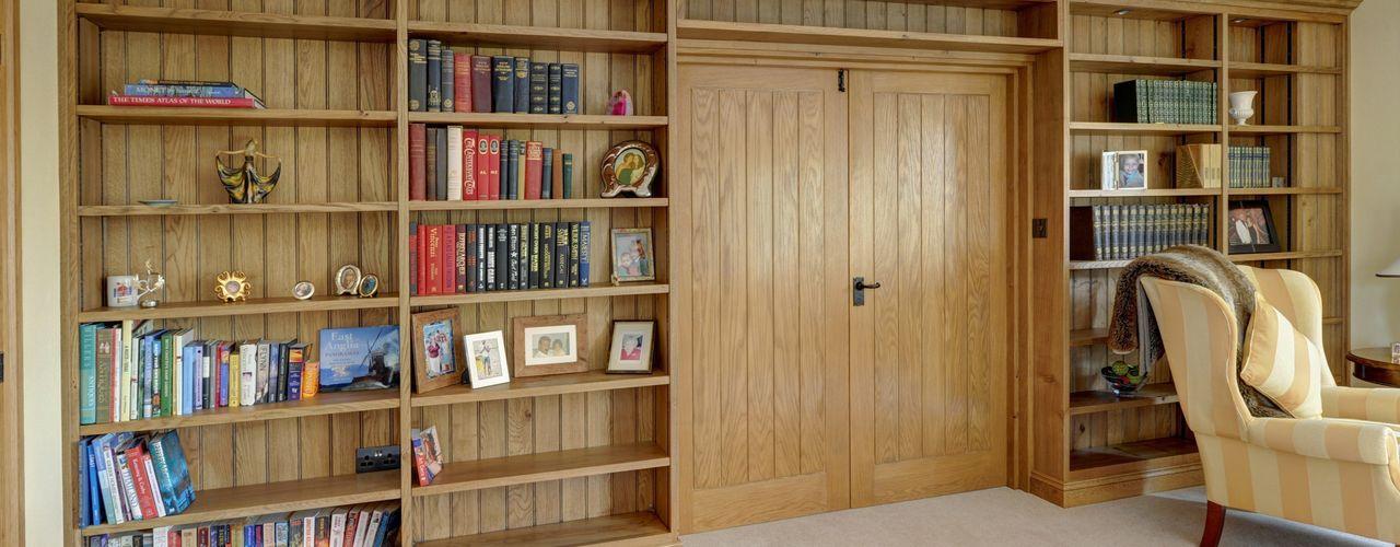 Home office/library Hallwood Furniture Bureau classique