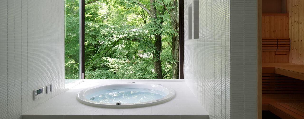 atelier137 ARCHITECTURAL DESIGN OFFICE Moderne Badezimmer Fliesen Weiß