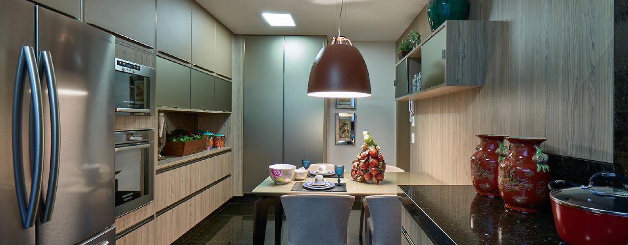 Gláucia Britto Modern style kitchen