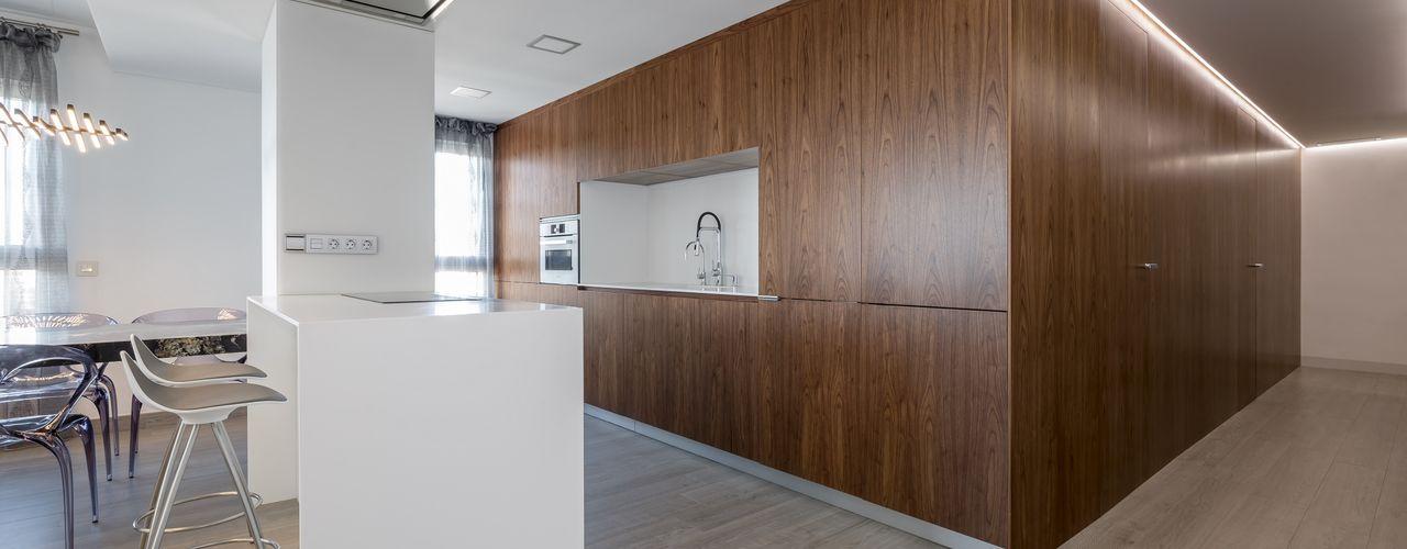 Vivienda de la Caja de Nogal LLIBERÓS SALVADOR Arquitectos Cocinas de estilo minimalista